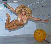 Kate Upton flotando en bikini